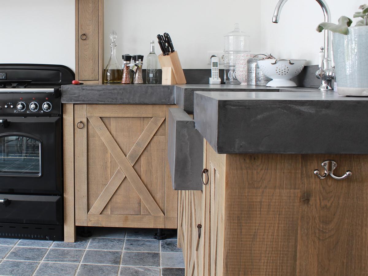 Keuken Met Betonblad : Middels onze eigen unieke gepatenteerde laklaag blijven onze bladen